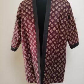 Fait avec du wax Hi target 100% coton. Ce manteau assure la classe, l'elegance et l'authenticite. Fait au Senegal avec la Marque Afreekolor